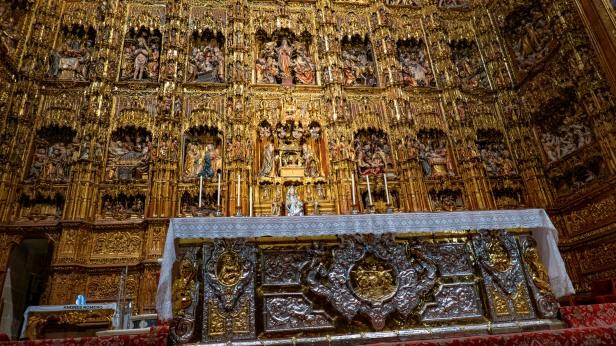 CATEDRAL DE SEVILLA. ALTAR MAYOR 2019_49